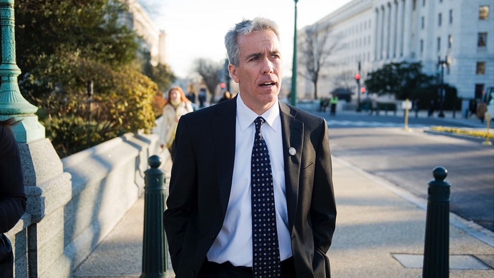 Rep. Joe Walsh, R-Ill., makes his way to the Capitol after being sworn into the 112th Congress.
