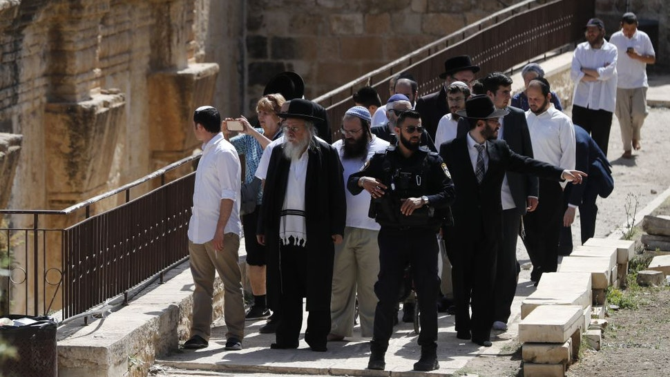 Israeli security forces escort Jewish settlers visiting the Al-Aqsa Mosque compound, revered as the site of two ancient Jewish temples, and home to Al-Aqsa Mosque, Islam's third holiest site, in the Old City of Jerusalem on June 2, 2019, as Israelis mark Jerusalem Day. - Jerusalem Day commemorates Israel's capture of the holy city's mainly Palestinian eastern sector in the 1967 Six-Day War.