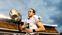 PITTSBURGH, PA - NOVEMBER 30: Drew Brees #9 of the New Orleans Saints runs off the field after a 35-32 win over the New Orleans Saints at Heinz Field on November 30, 2014 in Pittsburgh, Pennsylvania.