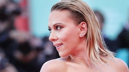 """Scarlett Johansson walks the red carpet ahead of the """"Marriage Story"""" screening during the 76th Venice Film Festival at Sala Grande on August 29, 2019 in Venice, Italy."""