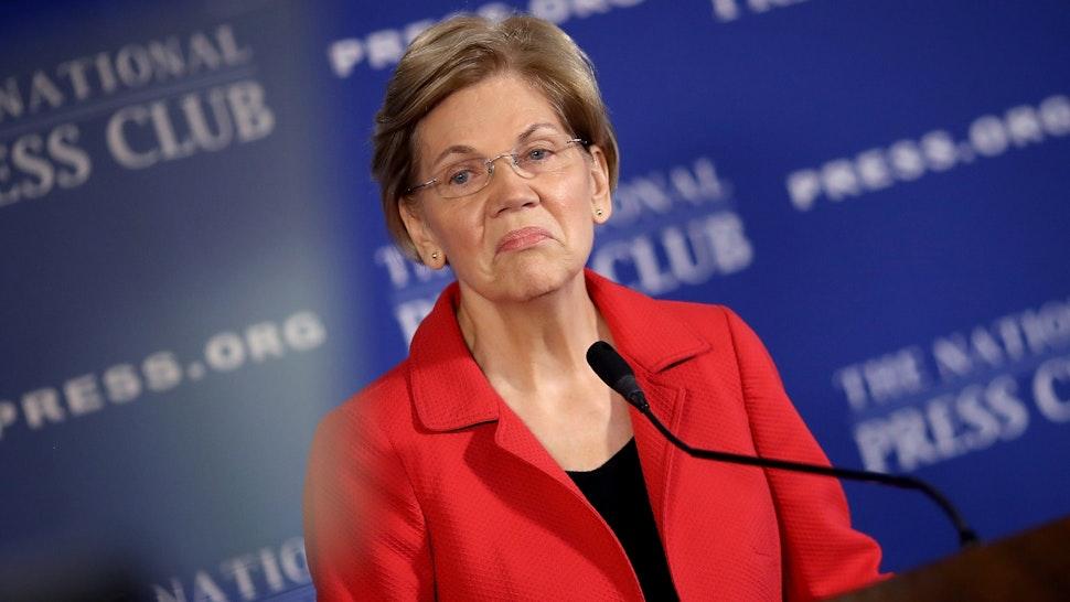 WASHINGTON, DC - AUGUST 21: Sen. Elizabeth Warren (D-MA) speaks at the National Press Club August 21, 2018 in Washington, DC. Warren spoke on ending corruption in the nation's capital during her remarks.