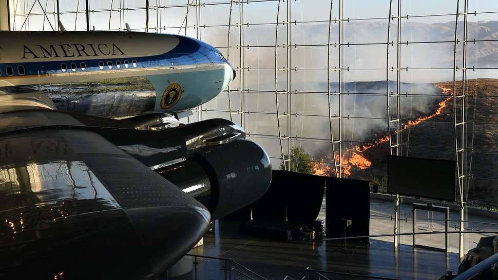SIMI VALLEY, CALIFORNIA - OCTOBER 30: Former U.S. President Ronald Reagan's Air Force One sits on display at the Reagan Presidential Library as the Easy Fire burns in the hills on October 30, 2019 in Simi Valley, California. (Photo by Wally Skalij/Los Angeles Times via Getty Images)