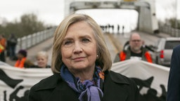 Hillary Clinton, former U.S. secretary of state, attends the Selma Bridge Crossing Jubilee at the Edmund Pettus Bridge in Selma, Alabama, U.S., on Sunday, March 3, 2019. This event celebrates the cultural and spiritual diversity of the Voting Rights Movement and calls for people of all faiths to work together.