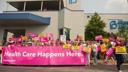 Pro-Choice supporters, along with Planned Parenthood staff celebrate and rally outside the Planned Parenthood Reproductive Health Services Center on May 31, 2019 in St Louis, Missouri. A judge has issued an order allowing Missouri's only abortion clinic to continue providing the service and maintaining their license until June 4. (Photo by Michael Thomas/Getty Images)