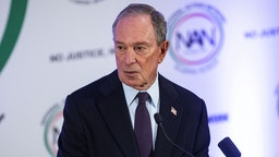 WASHINGTON, DC - JANUARY 21: Former New York City Mayor Michael Bloomberg speaks during the National Action Network Breakfast on January 21, 2019 in Washington, DC. Martin Luther King III was among the attendees.