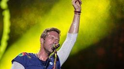 LA PLATA, ARGENTINA - NOVEMBER 14: Chris Martin of Coldplay performs during the 'A Head Full Of Dreams' Tour at Ciudad de La Plata Stadium on November 14, 2017 in La Plata, Argentina.