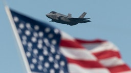 U.S. Air Force Lockheed Martin F-35 Lightning stealth fighter flies over the San Francisco Bay in San Francisco, California on October 13, 2019. (Photo by Yichuan Cao/NurPhoto)