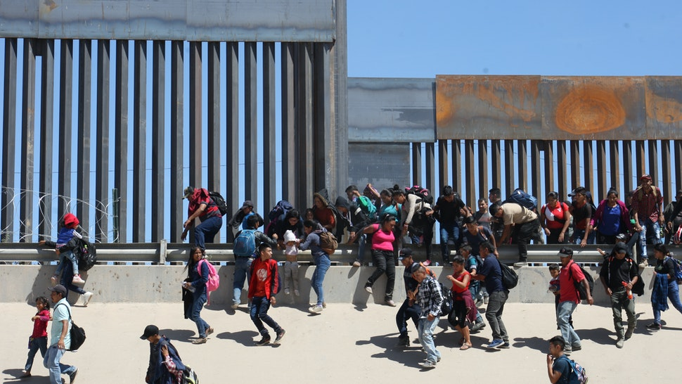 500 Central American migrants entered the United States illegally under the international bridge Santa Fe in Ciudad Juarez Chihuahua border with Texas is the largest group that was able to intern the United States in this exodus of Central Americans on 9 May 2019.