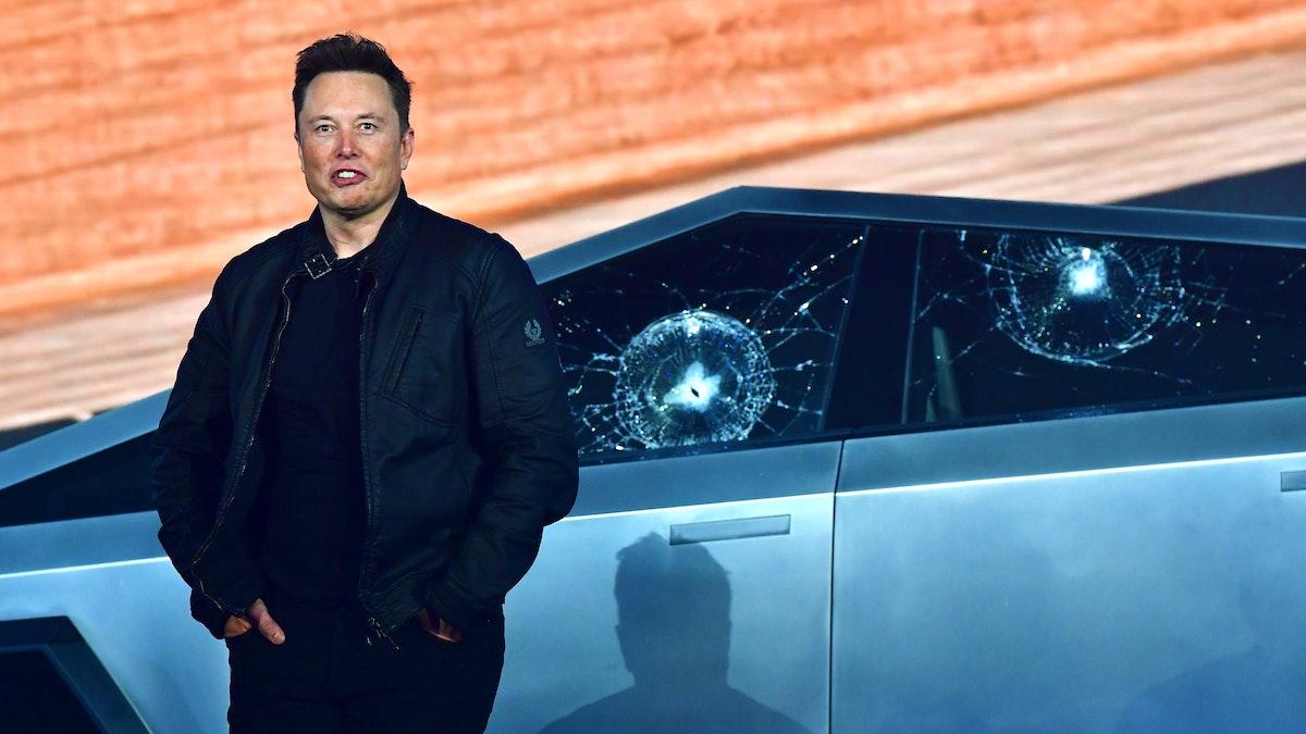 Tesla CEO Elon Musk Unveils New 'Cybertruck,' Instantly Has Problems