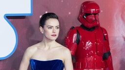 """Daisy Ridley attends """"Star Wars: The Rise of Skywalker"""" European Premiere at Cineworld Leicester Square on December 18, 2019 in London, England. (Photo by Samir Hussein/WireImage)"""