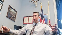 Rep. Duncan Hunter, R-Calif., is interviewed about his vaporizer pen in his Rayburn office, January 12, 2016. (Photo By Tom Williams/CQ Roll Call)