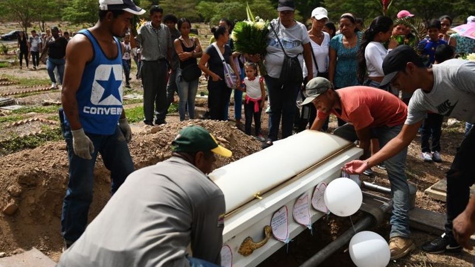 Family and friends attend the funeral of Erick Altuve a boy Venezuelan of 11, who died of cancer on May 26, in Caracas,on May 30, 2019. - Erick Altuve died of cancer while waiting to receive a bone marrow transplant at the Jose Manuel de los Rios Hospital, the main public pediatric hospital in Venezuela.