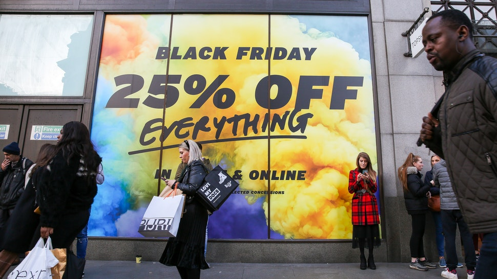 LONDON, UNITED KINGDOM - 2019/11/29: Bargain hunters take advantage of a huge saving as departmental stores on Oxford Street cut down their prices during the Black Friday event. Black Friday is a shopping event where retailers cut prices on the day after the Thanksgiving holiday which originated from the US. (Photo by Steve Taylor/SOPA Images/LightRocket via Getty Images)