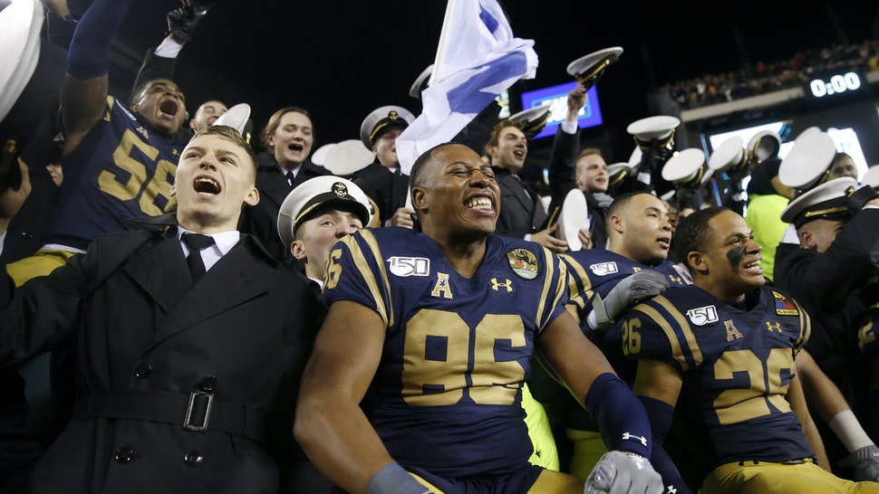 PHILADELPHIA, PENNSYLVANIA - DECEMBER 14: OJ Davis #86 and the rest of the Navy Midshipmen celebrate the win over the Army Black Knights at Lincoln Financial Field on December 14, 2019 in Philadelphia, Pennsylvania.The Navy Midshipmen defeated the Army Black Knights 31-7.