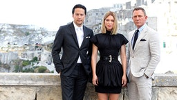 """MATERA, ITALY - SEPTEMBER 09: (LtoR) Director Cary Joji Fukunaga actress Léa Seydoux and actor Daniel Craig pose as they arrive on set of the James Bond last movie """"No Time To Die"""" on September 09, 2019 in Matera, Italy."""
