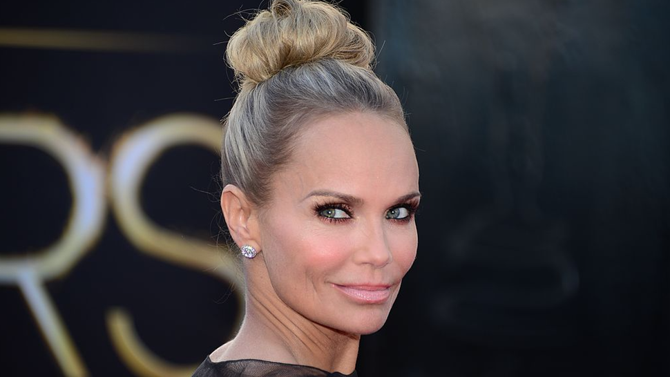 Kristen Chenoweth arrives on the red carpet for the 85th Annual Academy Awards on February 24, 2013 in Hollywood, California.