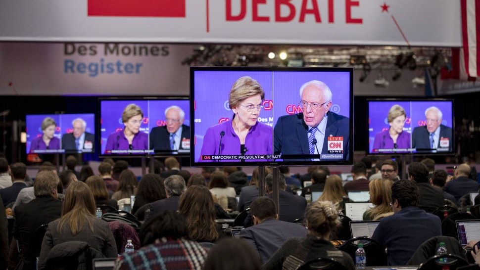 2020 Democratic presidential candidates Senator Elizabeth Warren, a Democrat from Massachusetts, left, and Senator Bernie Sanders, an independent from Vermont, are seen on television screens in the media center during the Democratic presidential debate in Des Moines, Iowa, U.S., on Tuesday, Jan. 14, 2020. The longstanding nonaggression pact betweenElizabethWarren andBernie Sanderswill be under strain at the seventh Democratic presidentialdebateTuesday night after recent reports that Sanders has questioned whether a woman could get elected president. Photographer: Daniel Acker/Bloomberg