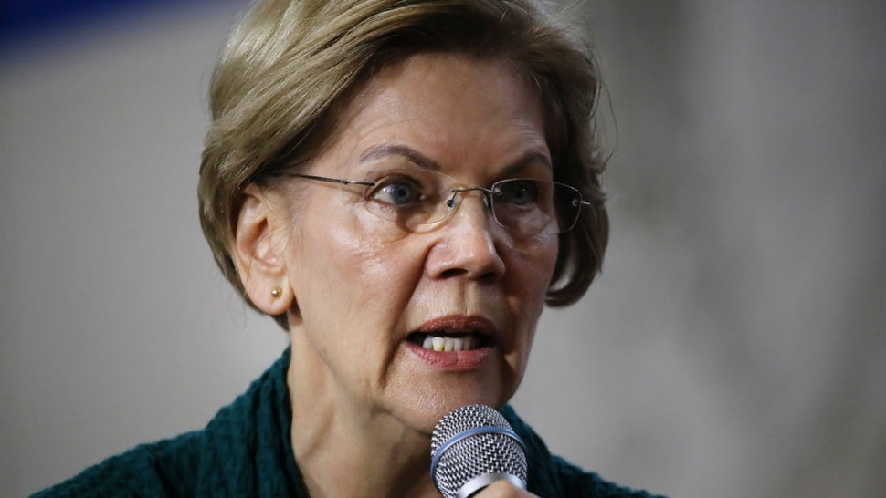 Democratic presidential candidate Sen. Elizabeth Warren (D-MA) speaks during a town hall event at Weeks Middle School on January 19, 2020 in Des Moines, Iowa. Warren has joined other candidates in campaigning across the state in the weeks before the 2020 Iowa Democratic caucuses being held on February 3. (Photo by Spencer Platt/Getty Images)