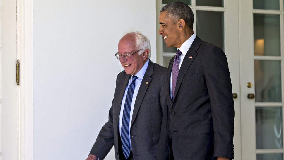 U.S. President Barack Obama, right, and Senator Bernie Sanders, an independent from Vermont and 2016 Democratic presidential candidate, walk to the Oval Office of the White House in Washington, D.C., U.S., on Thursday, June 9, 2016. Obama said yesterday he expects Democrats to unify soon behind their presumptive presidential nominee, Hillary Clinton, and that her divisive primary contest with Sanders was healthy for the party.