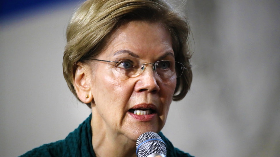 DES MOINES, IOWA - JANUARY 19: Democratic presidential candidate Sen. Elizabeth Warren (D-MA) speaks during a town hall event at Weeks Middle School on January 19, 2020 in Des Moines, Iowa. Warren has joined other candidates in campaigning across the state in the weeks before the 2020 Iowa Democratic caucuses being held on February 3.