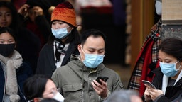 EDINBURGH, SCOTLAND - JANUARY 24: Tourists wear face masks as they visit Edinburgh Castle on January 24, 2020 in Edinburgh, Scotland. It has been confirmed that 14 people in Scotland with symptoms have tested negative for the coronavirus, which has killed at least 26 people in China. A daily incident management team has been created by the Scottish government to monitor the developing situation.