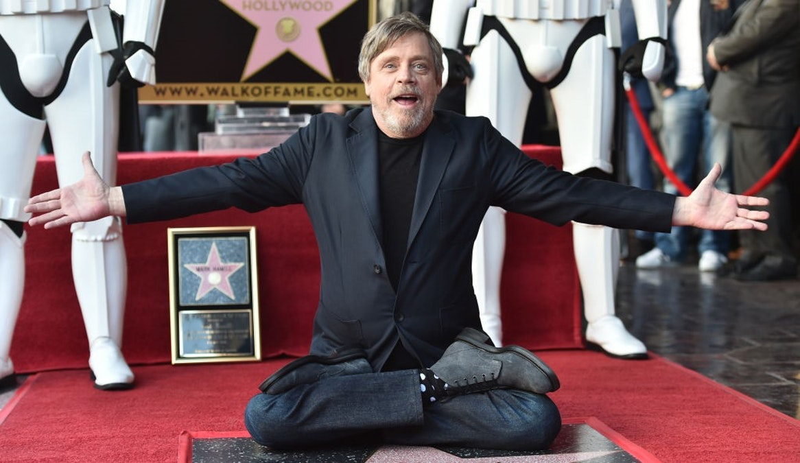 'Star Wars' Icon, Trump Critic Mark Hamill Quits Facebook Over Political Ads