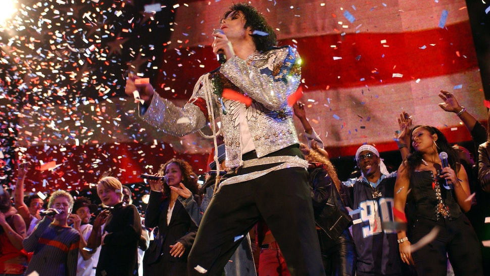 Michael Jackson performs with Billy Gilman, Macaulay Culkin and others during finale (Photo by KMazur/WireImage)