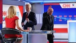 Democratic presidential hopeful former US vice president Joe Biden speaks to CNN news anchor Dana Bash as Senator Bernie Sanders leaves the stage after both men took part in the 11th Democratic Party 2020 presidential debate in a CNN Washington Bureau studio in Washington, DC on March 15, 2020. (Photo by MANDEL NGAN / AFP)