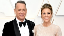 HOLLYWOOD, CALIFORNIA - FEBRUARY 09: (L-R) Tom Hanks and Rita Wilson attend the 92nd Annual Academy Awards at Hollywood and Highland on February 09, 2020 in Hollywood, California.