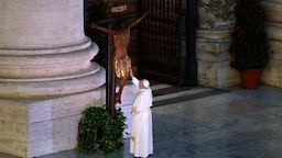 Pope Francis blesses a miraculous crucifix that in 1552 was carried in a procession around Rome to stop the great plague, that was brought from the San Marcello al Corso church in Rome, during a moment of prayer on the sagrato of St Peters Basilica, the platform at the top of the steps immediately in front of the façade of the Church, to be concluded with the Pope giving the Urbi et Orbi Blessing, on March 27, 2020 at the Vatican. (Photo by YARA NARDI / POOL / AFP) (Photo by