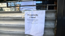 NEW YORK, NY - MARCH 27: A note posted outside a restaurant in Kips Bay as the coronavirus continues to spread across the United States on March 27, 2020 in New York City. The World Health Organization declared coronavirus (COVID-19) a global pandemic on March 11th.