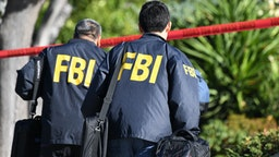 FBI investigators arrive at the home of suspected nightclub shooter Ian David Long on November 8 2018, in Thousand Oaks, California. - The gunman who killed 12 people in a crowded California country music bar has been identified as 28-year-old Ian David Long, a former Marine, the local sheriff said Thursday. The suspect, who was armed with a .45-caliber handgun, was found deceased at the Borderline Bar and Grill, the scene of the shooting in the city of Thousand Oaks northwest of downtown Los Angeles.