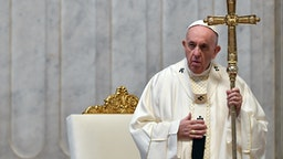 """Pope Francis celebrates the """"In Coena Domini"""" Mass of the Lord's Supper of Maundy Thursday, commemorating the Last Supper of Jesus with his disciples and inaugurating the Easter triduum, on April 9, 2020 behind closed doors at St. Peter's basilica in the Vatican, during the lockdown aimed at curbing the spread of the COVID-19 infection, caused by the novel coronavirus. (Photo by ALESSANDRO DI MEO / POOL / AFP) (Photo by ALESSANDRO DI MEO/POOL/AFP via Getty Images)"""
