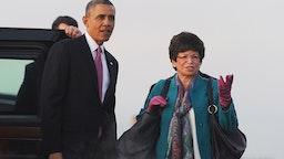 US President Barack Obama points to Mount Rainier to his senior adviser Valerie Jarrett upon arriving at Seattle-Tacoma International Airport in Seattle, Washington, on November 24, 2013.
