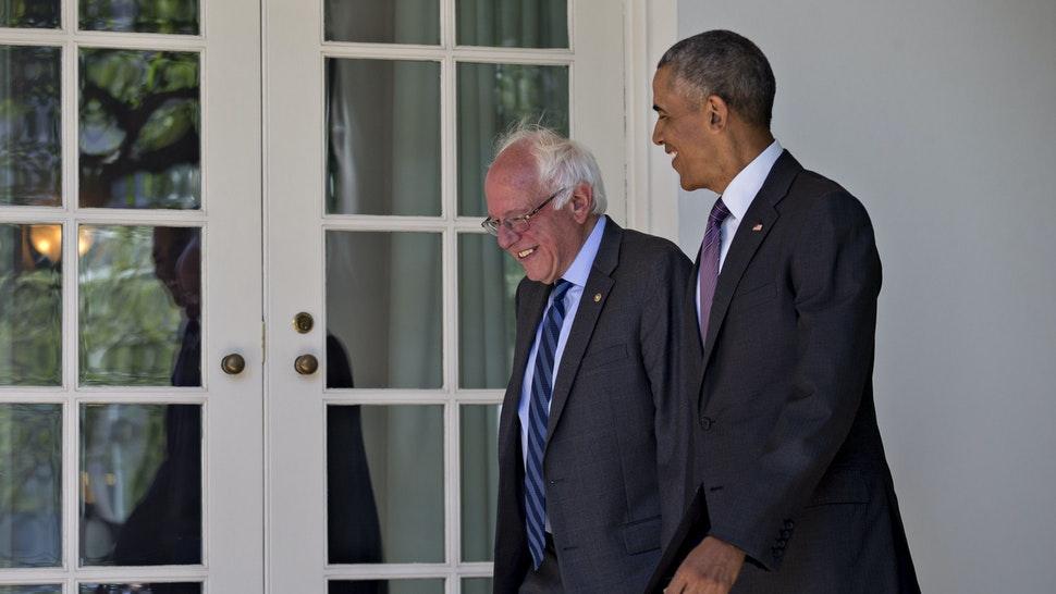 U.S. President Barack Obama, right, and Senator Bernie Sanders, an independent from Vermont and 2016 Democratic presidential candidate, walk to the Oval Office of the White House in Washington, D.C., U.S., on Thursday, June 9, 2016. Obama said yesterday he expects Democrats to unify soon behind their presumptive presidential nominee, Hillary Clinton, and that her divisive primary contest with Sanders was healthy for the party. Photographer: Andrew Harrer/Bloomberg via Getty Images