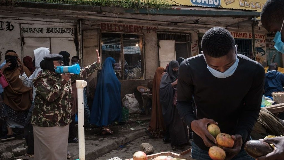 Police officers request all street vendors to close and leave to curb the spread of COVID-19 coronavirus as they emphasise the menace of the COVID-19 coronavirus in Eastleigh, a predominantly Muslim Somali neighbourhood, in Nairobi, Kenya, on April 24, 2020. (Photo by Yasuyoshi CHIBA / AFP)