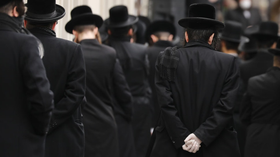 Hundreds of members of the Orthodox Jewish community attend the funeral for a rabbi who died from the coronavirus in the Borough Park neighborhood which has seen an upsurge of (COVID-19) patients during the pandemic on April 05, 2020 in the Brooklyn Borough of New York City. Hospitals in New York City, which has been especially hard hit by the coronavirus, are facing shortages of beds, ventilators and protective equipment for medical staff. Currently, over 122,000 New Yorkers have tested positive for coronavirus. (Photo by Spencer Platt/Getty Images)