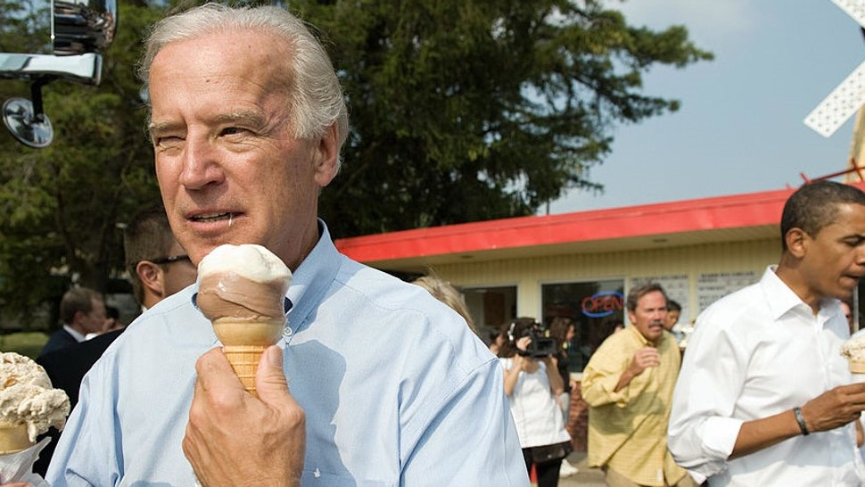 US vice presidential nominee Senator Joe Biden (L) and Democratic presidential nominee Senator Barack Obama (R) enjoy ice cream cones as they speak with local residents at the Windmill Ice Cream Shop in Aliquippa, Pennsylvania, August 29, 2008. AFP PHOTO / SAUL LOEB (Photo credit should read