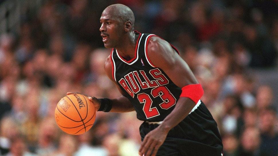 NOVEMBER 07: NBA 97/98 CHICAGO BULLS; Michael JORDAN/CHICAGO BULLS.