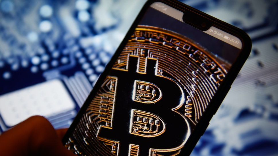 KRAKOW, POLAND - 2018/12/28: In this photo illustration, the Bitcoin logo is seen displayed on an Android mobile phone. (Photo Illustration by Omar Marques/SOPA Images/LightRocket via Getty Images)
