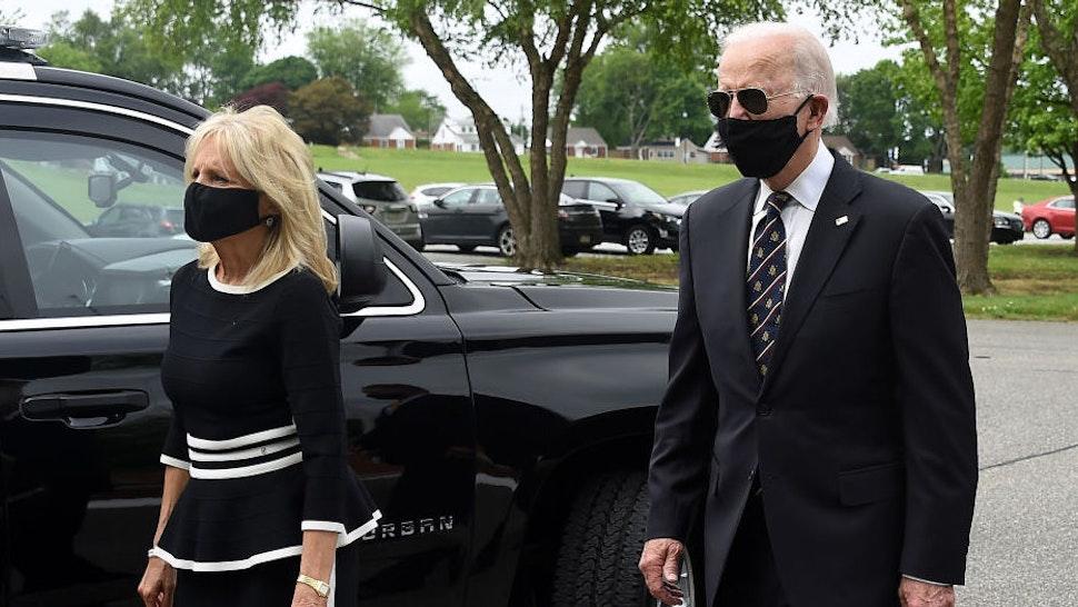 Democratic presidential candidate and former US Vice President Joe Biden (R) walks with his wife Jill at the Delaware Memorial Bridge Veteran's Memorial Park in New Castle, Delaware, May 25, 2020.