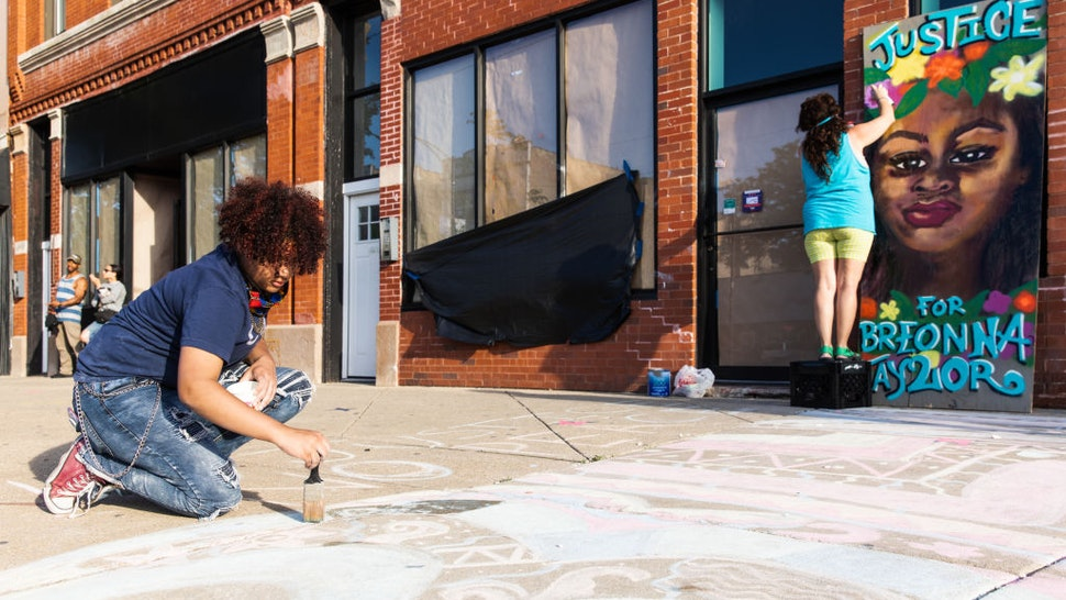 CHICAGO, ILLINOIS - JUNE 06: Street artists create work in memory of Breonna Taylor on June 06, 2020 in Chicago, Illinois. This is the 12th day of protests since George Floyd died in Minneapolis police custody on May 25. (Photo by Natasha Moustache/Getty Images)
