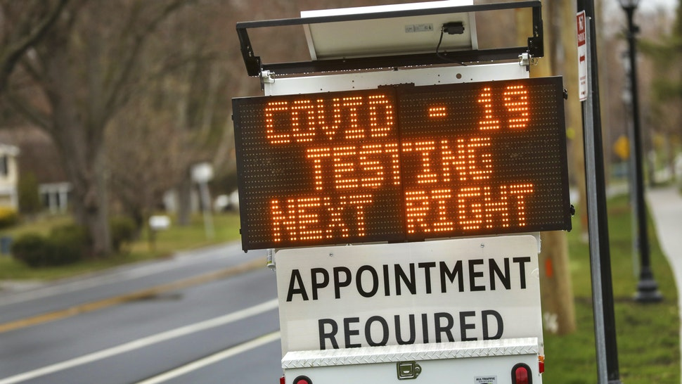 Stony Brook, N.Y.: A digital sign on Stony Brook Road in Stony Brook, New York on Long Island directs patients to the drive-thru coronavirus test site at Stony Brook University on March 28, 2020.