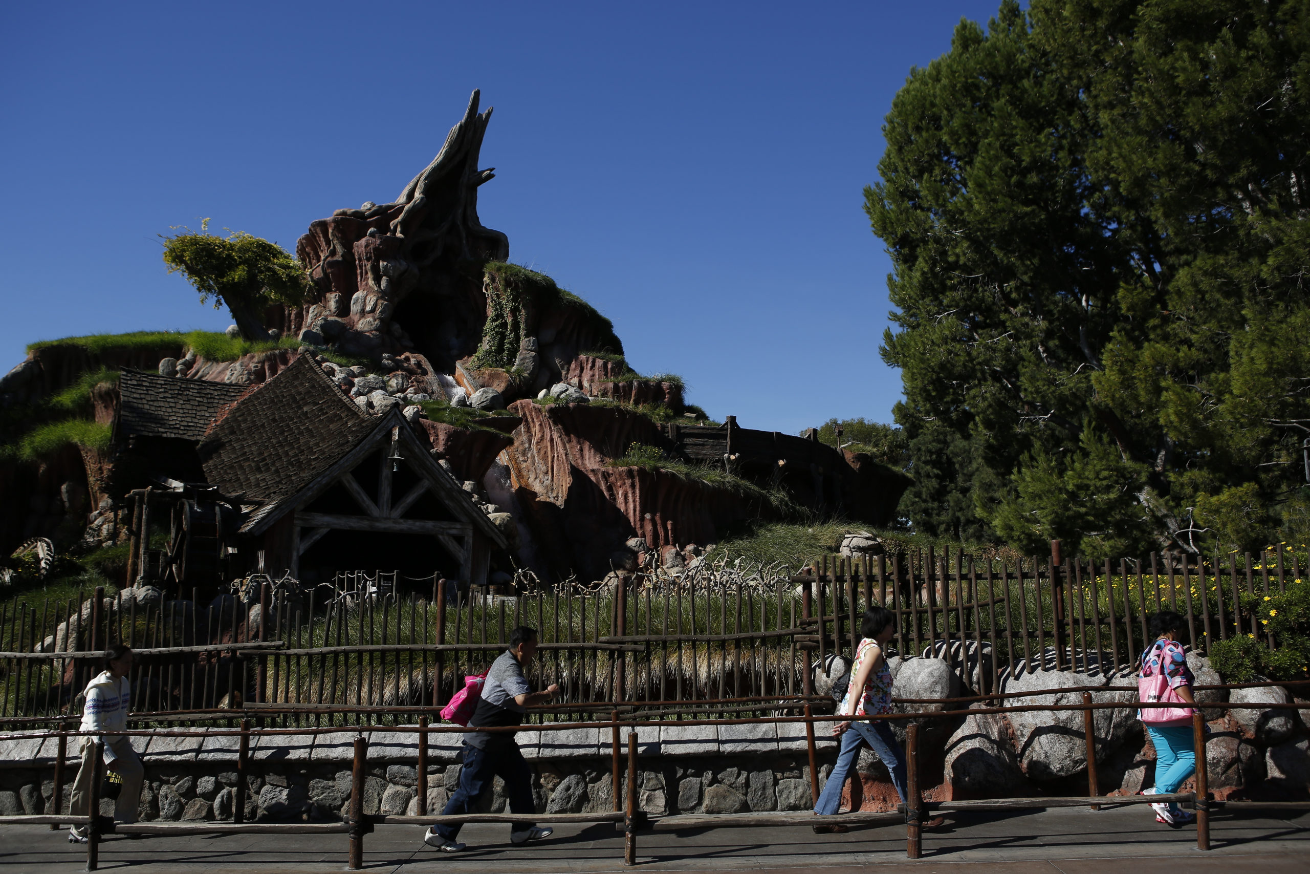 Disney Will Re Imagine Controversial Splash Mountain Ride Re
