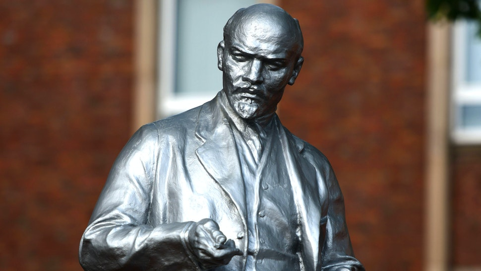 Picture taken on June 22, 2020 shows a statue of Soviet leader Vladimir Lenin recently erected in Gelsenkirchen, western Germany. - The divisive new monument was unveiled on June 20, 2020, in the middle of a global row over the controversial background of historical figures immortalised as statues. More than 30 years after the post-World War II communist experiment on German soil ended, the tiny Marxist-Leninist Party of Germany (MLPD) installed Lenin's likeness in the western city of Gelsenkirchen.