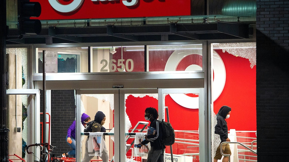 Looters rob a Target store as protesters face off against police in Oakland California on May 30, 2020, over the death of George Floyd, a black man who died after a white policeman kneeled on his neck for several minutes. - Violent protests erupted across the United States late on May 29 over the death of a handcuffed black man in police custody, with murder charges laid against the arresting Minneapolis officer failing to quell boiling anger.