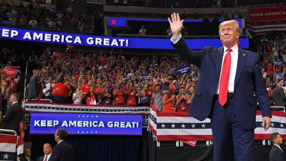 TOPSHOT - US President Donald Trump arrives to speak during a rally at the Amway Center in Orlando, Florida to officially launch his 2020 campaign on June 18, 2019. - Trump kicks off his reelection campaign at what promised to be a rollicking evening rally in Orlando. (Photo by MANDEL NGAN / AFP) (Photo by