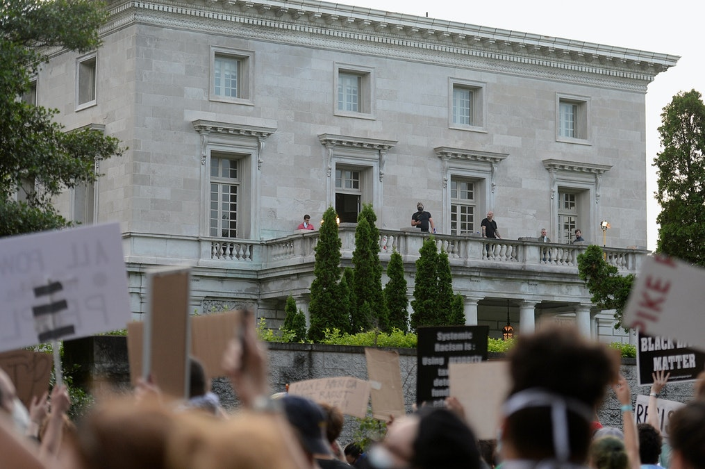 Protesters Return To St. Louis Home Where Owners Drew Guns, Heckle Couple From Outside Gates