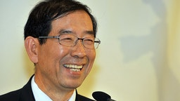 Seoul mayor Park Won-Soon speaks during a press conference for foreign correspondents in Seoul on November 9, 2011.