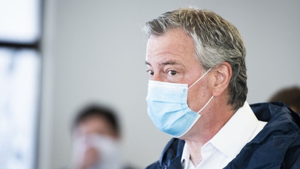 Bill de Blasio, mayor of New York, wears a protective mask while touring the Malia Mills swimwear factory, which has pivoted to manufacturing polypropylene gowns for medical workers, in the Brooklyn borough of New York, U.S., on Wednesday, April 22, 2020. New York City officials intend to enlist thousands of health-care workers next month to conduct hundreds of thousands of diagnostic tests a day, and isolating anyone found to be carrying the disease. Photographer: